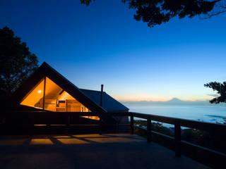 葉山の別荘: 井上洋介建築研究所が手掛けた家です。