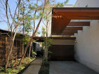 用賀の住宅: 井上洋介建築研究所が手掛けた庭です。
