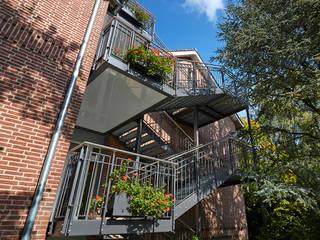 Treppenanlage forbis Balkon- und Treppenbau GmH Klassische Häuser