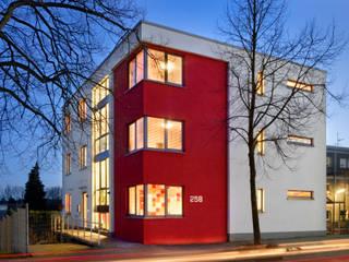 Ansicht Außen: moderne Häuser von Sassendorf & Pischke GbR