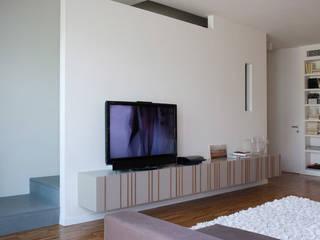 due piani di luce di zerbini villani architetti Moderno