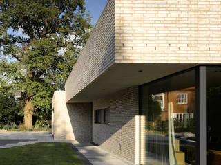 Projekty, nowoczesne Domy zaprojektowane przez HGK Hamburger Grundstückskontor