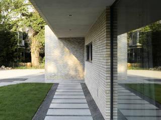 Bauhaus am Alsterlauf: moderne Häuser von HGK Hamburger Grundstückskontor GmbH