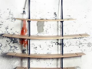 una libreria tra sospensione formale ed eccellenza del rovere:  in stile  di ADIdesign*  studio