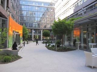 Giardino in stile  di hochC Landschaftsarchitektur, Moderno