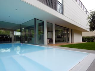 HSBC – housescape reggio emilia Piscina moderna di NAT OFFICE - christian gasparini architect Moderno