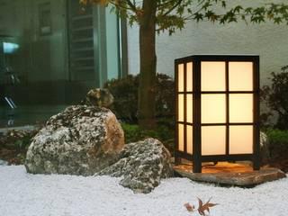 Jardin Zen Moderno: Jardines con piedras de estilo  de Jardines Japoneses -- Estudio de Paisajismo