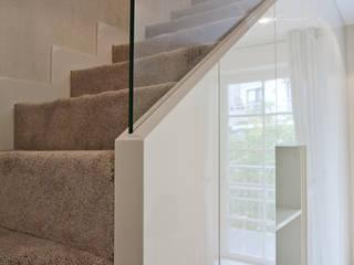 ARCHISSIMA Pasillos, vestíbulos y escaleras de estilo moderno