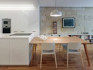 Dining room by Castroferro Arquitectos , Modern