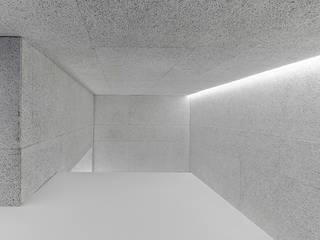 Corredores, halls e escadas modernos por Castroferro Arquitectos Moderno