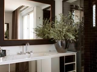 Apartamento Pavão : Banheiro  por Maurício Karam Arquitetura ,