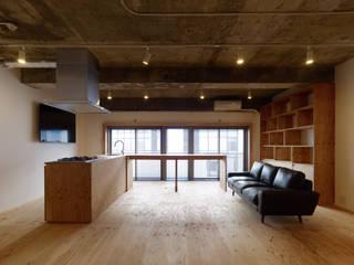 吉田裕一建築設計事務所 Minimalist living room Plywood Wood effect