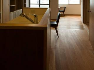 吉田裕一建築設計事務所 Cocinas de estilo minimalista Madera Acabado en madera