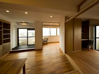 吉田裕一建築設計事務所 Salones de estilo minimalista Madera Acabado en madera