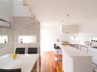 蔵波・HOUSE・T(KURANAMI・HOUSE・T) モダンな キッチン の 吉田裕一建築設計事務所 モダン 木材・プラスチック複合ボード