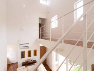 蔵波・HOUSE・T(KURANAMI・HOUSE・T) モダンデザインの リビング の 吉田裕一建築設計事務所 モダン