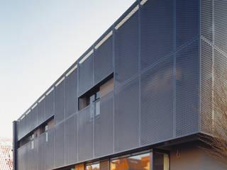 Casas modernas de Jednacz Architekci Moderno