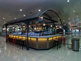 Local: Bares y Clubs de estilo  de Carlos Martinez Interiors