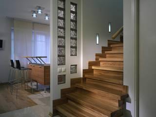 Minimalist corridor, hallway & stairs by KRAUKLIT VALERII Minimalist