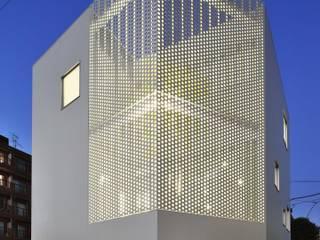 平塚の事務所ビル: 株式会社森山博之設計事務所  hmaa Inc,が手掛けたオフィスビルです。,