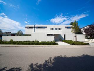 Vorderansicht: moderne Häuser von Knychalla + Team, Architekten, Stadtplaner GmbH