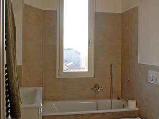 Ristrutturazione appartamento Milano Via Bazzini: Bagno in stile  di Studio Baiardi SaS  di Arch. Mauro Baiardi & C.