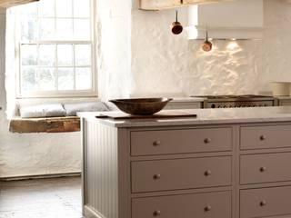 The Cotes Mill Shaker Kitchen Cozinhas rústicas por deVOL Kitchens Rústico