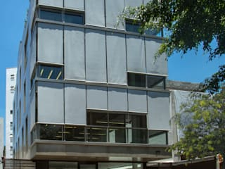Office buildings by Gisele Taranto Arquitetura,