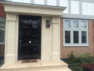 Richmond Puertas y ventanas de estilo clásico de Stronghold Security Doors Clásico