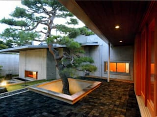 丘水庵 中庭: 片倉隆幸建築研究室が手掛けた庭です。