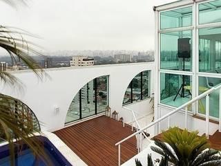 Triplex Moema: Casas  por STUDIO CAMILA VALENTINI