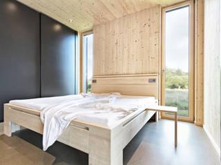 Sommerhaus Südburgenland Moderne Schlafzimmer von 24gramm Architektur Modern