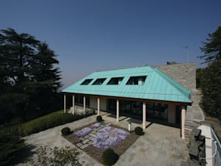 VILLASOLE: Case in stile in stile Moderno di TORPEGO