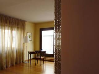 Ristrutturazione appartamento con terrazza a Milano Studio moderno di Interni d' Architettura Moderno