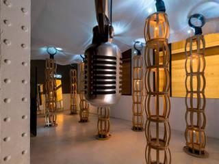 Installation Maxalto Locaux commerciaux & Magasin modernes par Vincent Tordjman Moderne