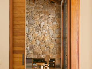 por Fernanda Abs e Fred Benedetti Arquitetura | Interiores