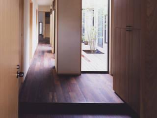 斯堪的納維亞風格的走廊,走廊和樓梯 根據 矩須雅建築研究所 北歐風