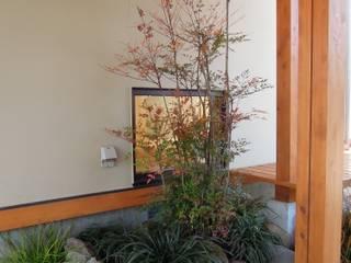 Jardines de estilo ecléctico de 江建築設計事務所 Ecléctico