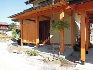 Casas de estilo ecléctico de 江建築設計事務所 Ecléctico