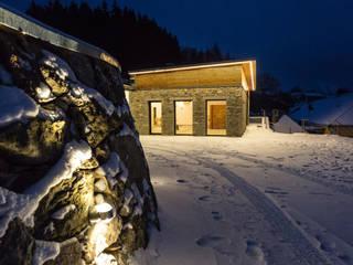 Trockensteinmauer führt zum Jahn-Haus:  Häuser von Jahn Gewölbebau