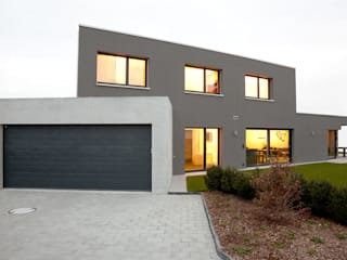 Garajes y galpones de estilo  por skizzenROLLE, Moderno