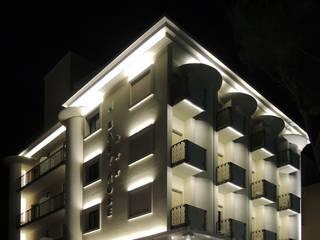 Restyling Hotel Baby Hotel in stile eclettico di GHINELLI ARCHITETTURA Eclettico