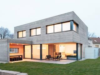 Casas de estilo  por skizzenROLLE, Moderno