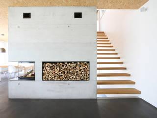 EFH Kirchberg Moderne Wohnzimmer von skizzenROLLE Modern