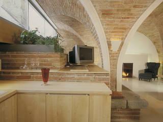 Durchgehende Glasfenster lassen viel Licht rein:  Esszimmer von Jahn Gewölbebau