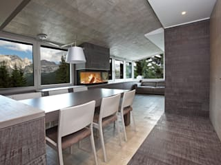 Contemporary with Dolomites view Comedores de estilo moderno de nz|A by Nicola Zema - design association in italy Moderno