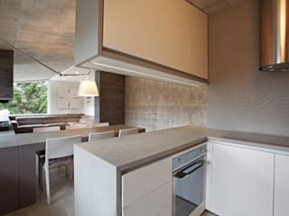 Contemporary with Dolomites view Cocinas de estilo minimalista de nz|A by Nicola Zema - design association in italy Minimalista