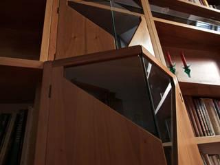 Libreria con esposizione trenini di Interni d' Architettura Moderno