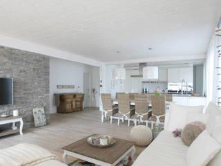 DFH Wängi Wohnzimmer im Landhausstil von skizzenROLLE Landhaus