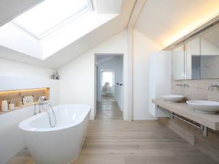 DFH Wängi: landhausstil Badezimmer von skizzenROLLE